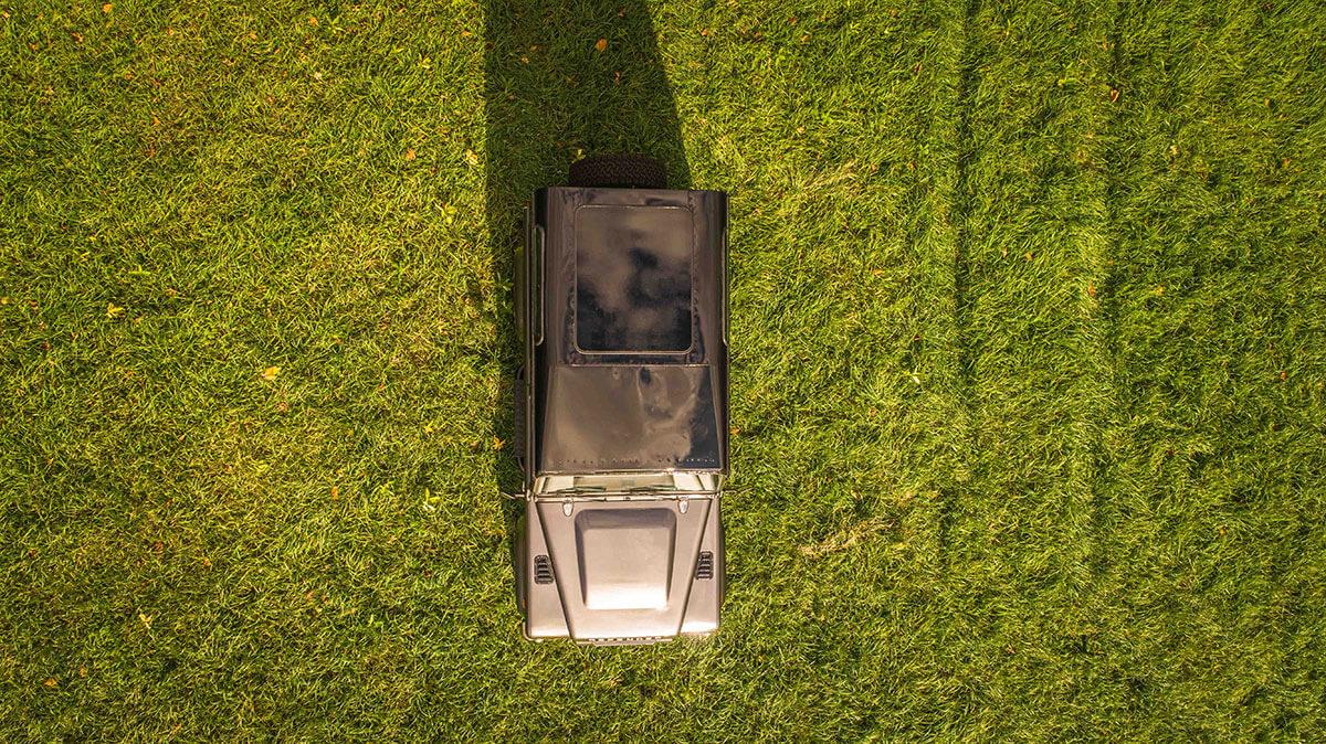Land Rover Defender D90: Exterior Drone Shot Roof