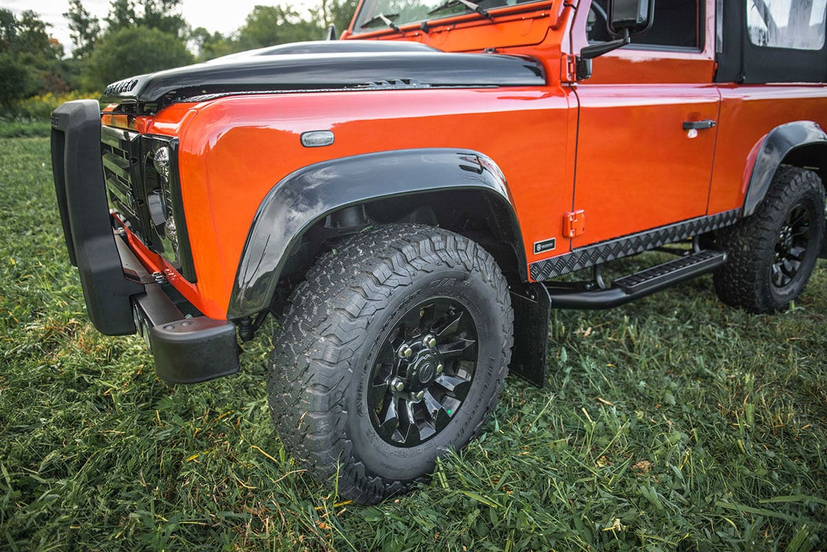 Land Rover Defender D90 Soft Top: Exterior Wheel Arch