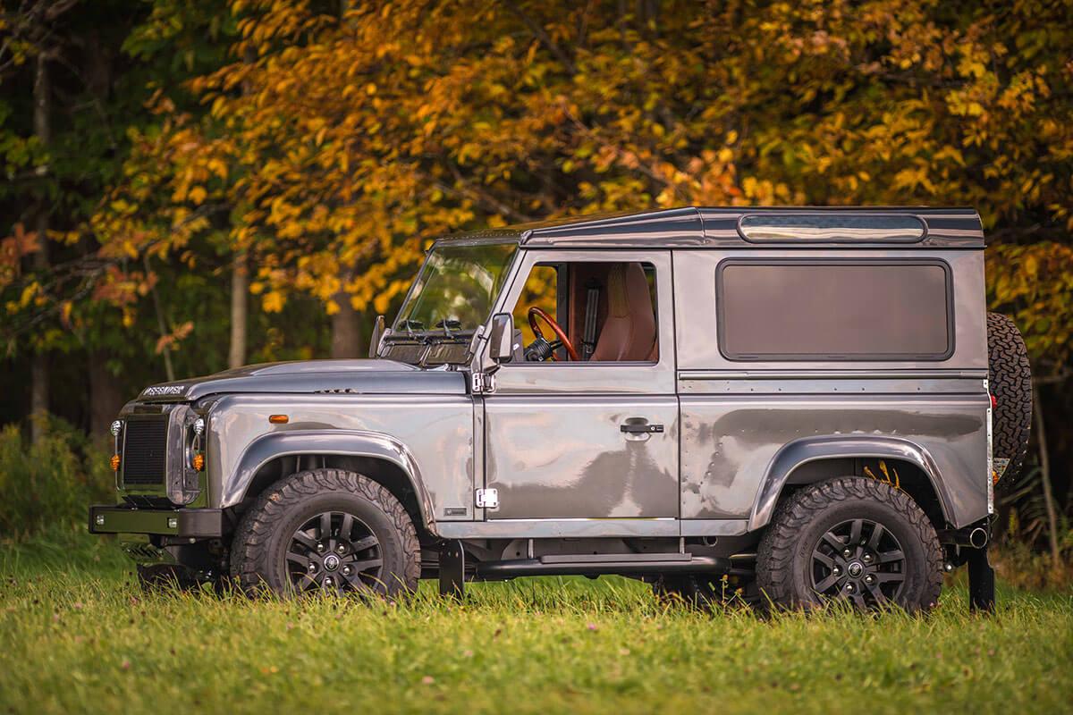 Land Rover Defender D90: Exterior Side View