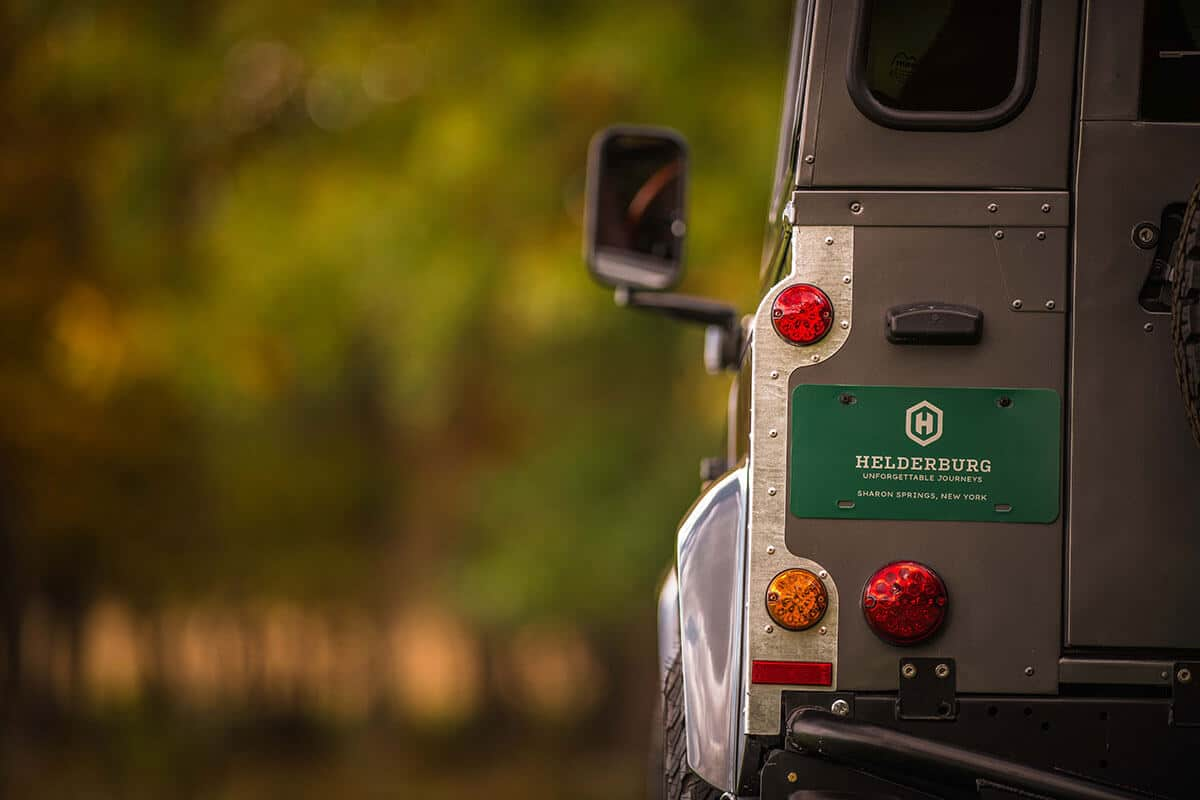 Land Rover Defender D90: Exterior Rear View
