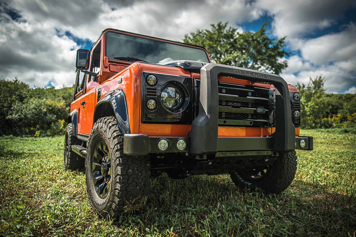 Land Rover Defender D90 Soft Top: Exterior 3/4 Front View