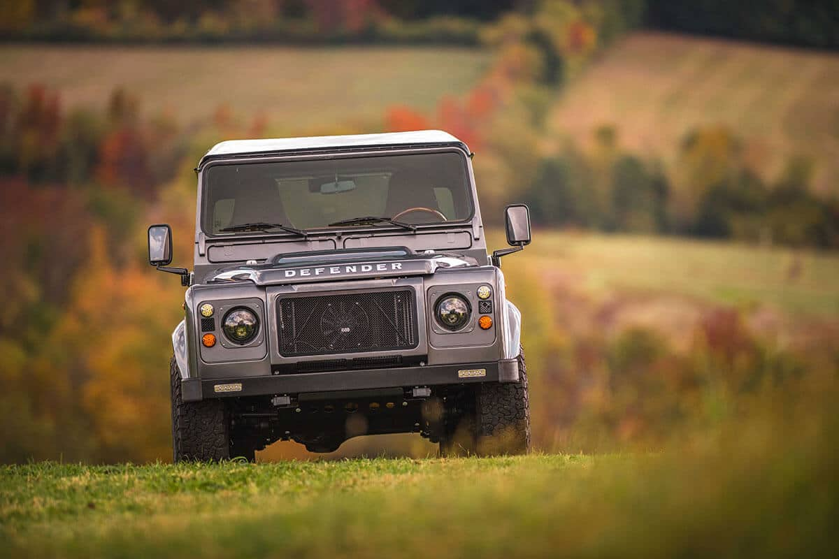 Land Rover Defender D90: Exterior Front View