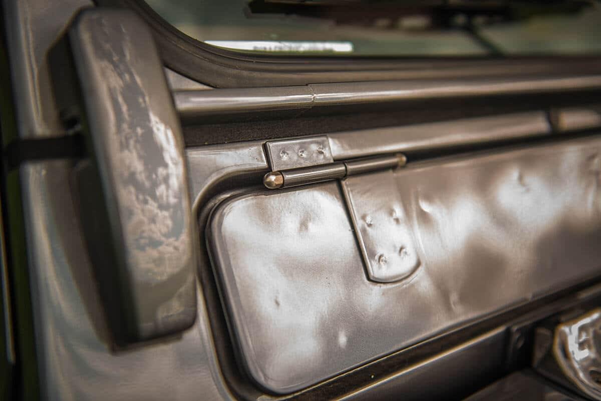 Land Rover Defender D90: Exterior Detail Hinge