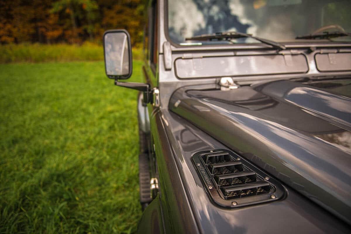 Land Rover Defender D90: Exterior Detail Vent