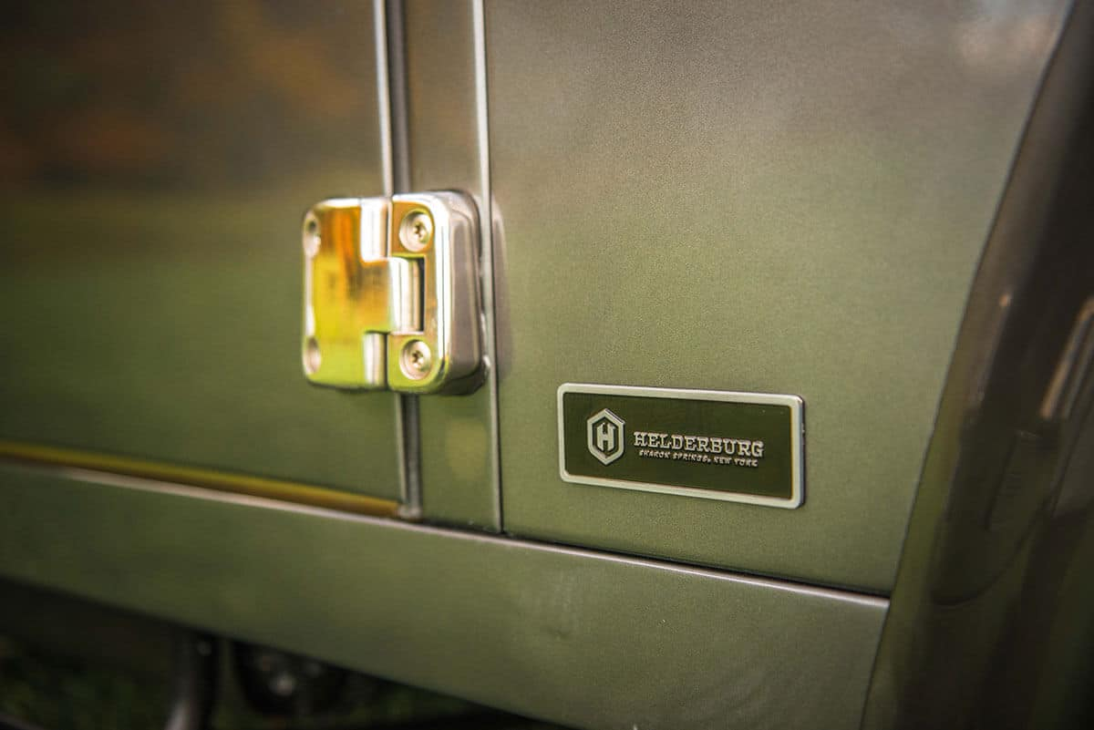 Land Rover Defender D90: Exterior Detail Hinge and helderburg Insignia