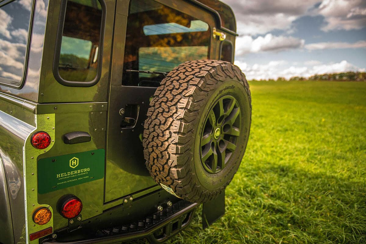 Land Rover Defender D90: Exterior Spare Tire