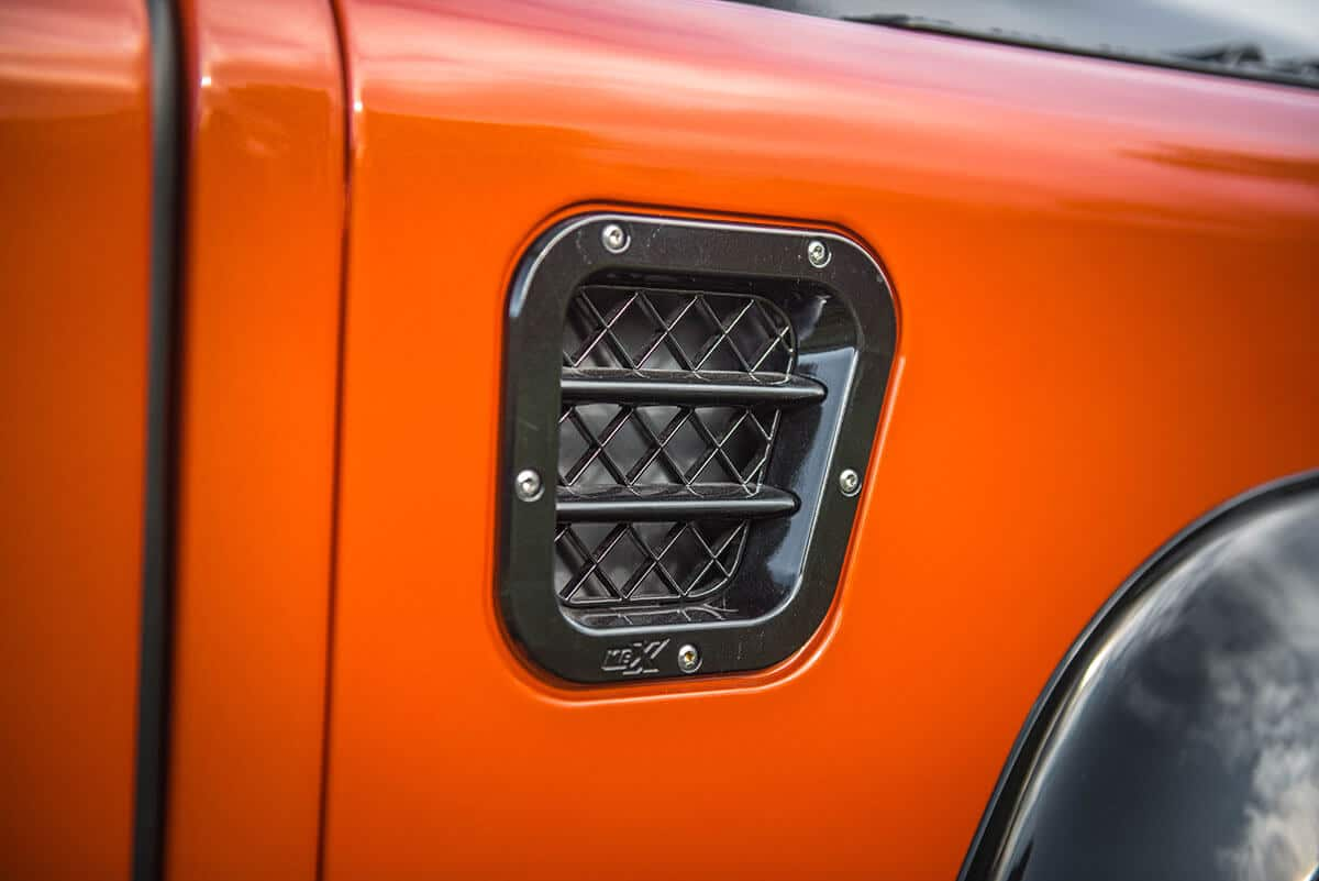 Land Rover Defender D90 Soft Top: Exterior Detail Vent