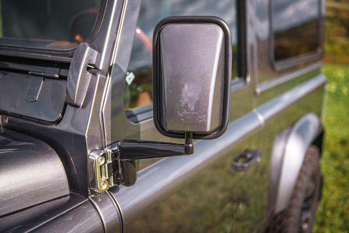 Land Rover Defender D90: Exterior Detail Mirror