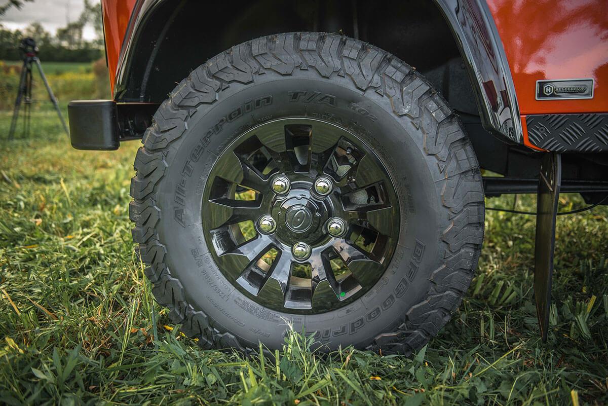 Land Rover Defender D90 Soft Top: Exterior Detail Wheel & Tire
