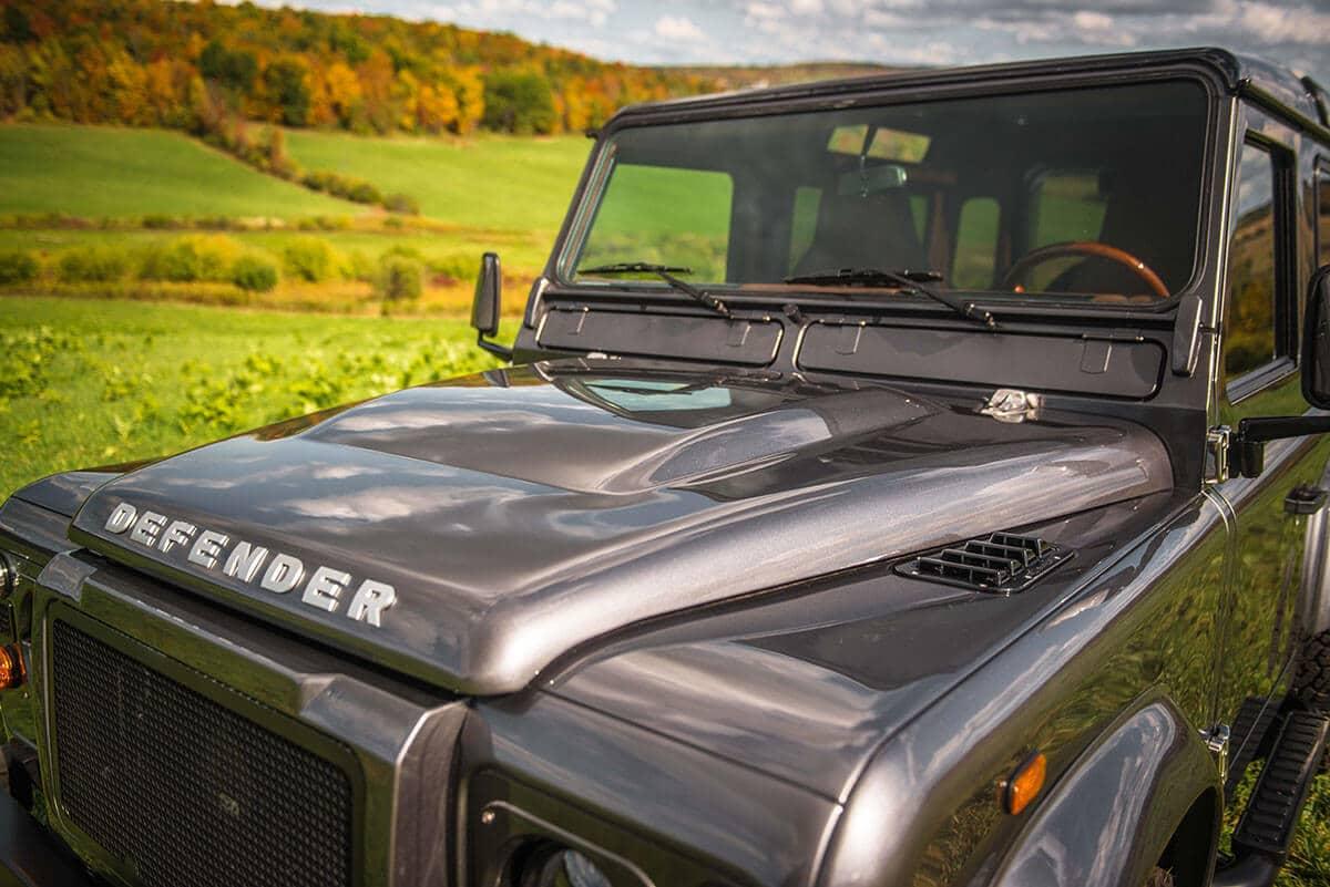 Land Rover Defender D90: Exterior Hood