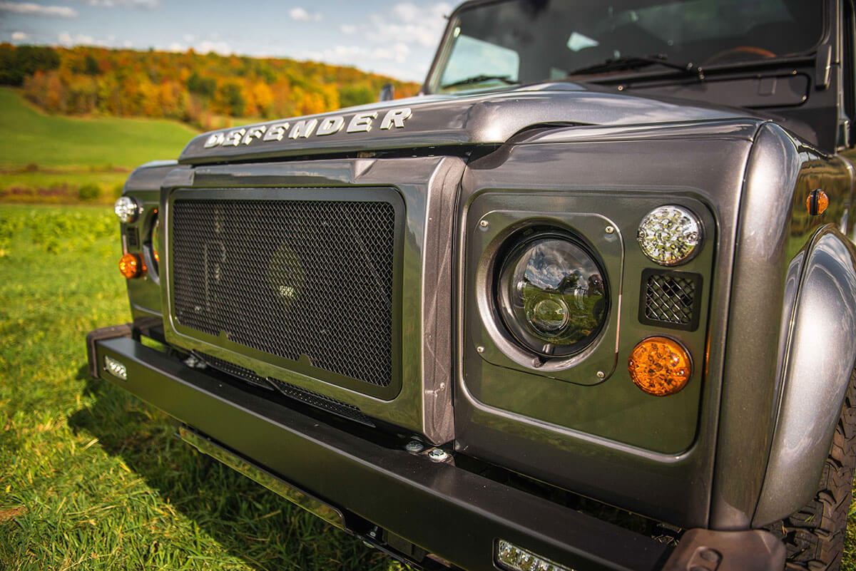 Land Rover Defender D90: Exterior Headlight