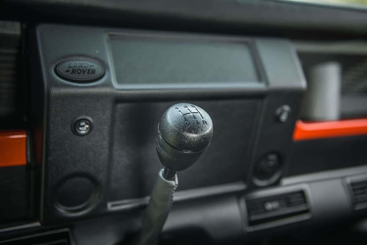 Land Rover Defender D90 Soft Top: Interior Gear Shift