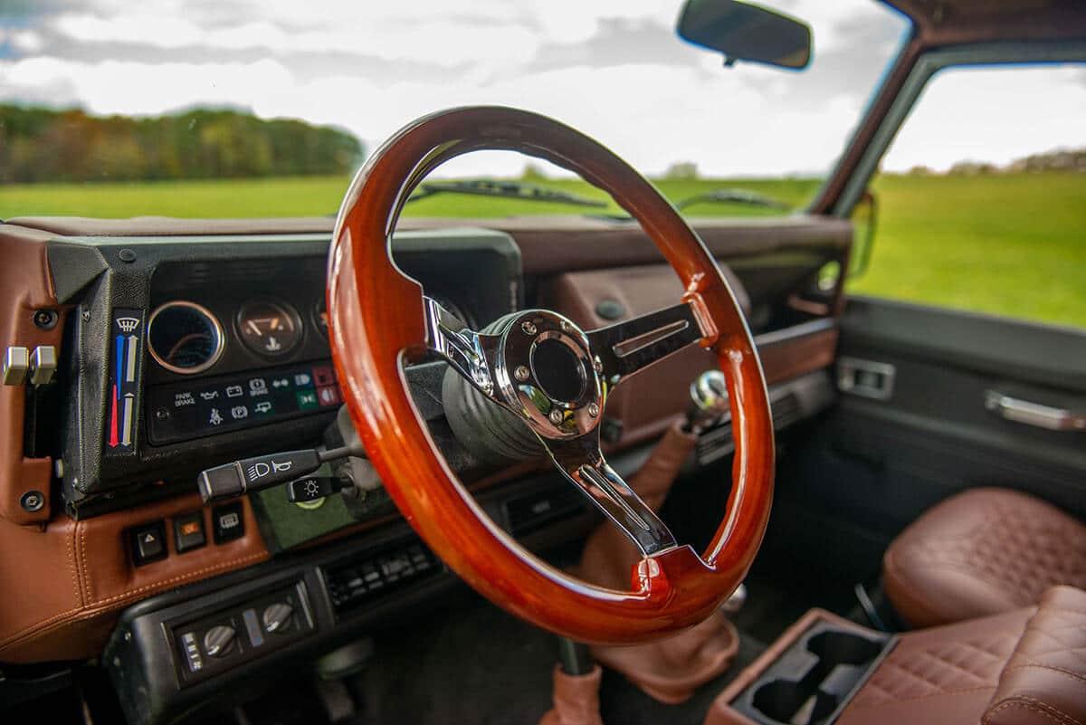 Land Rover Defender D90: Interior Steering Wheel