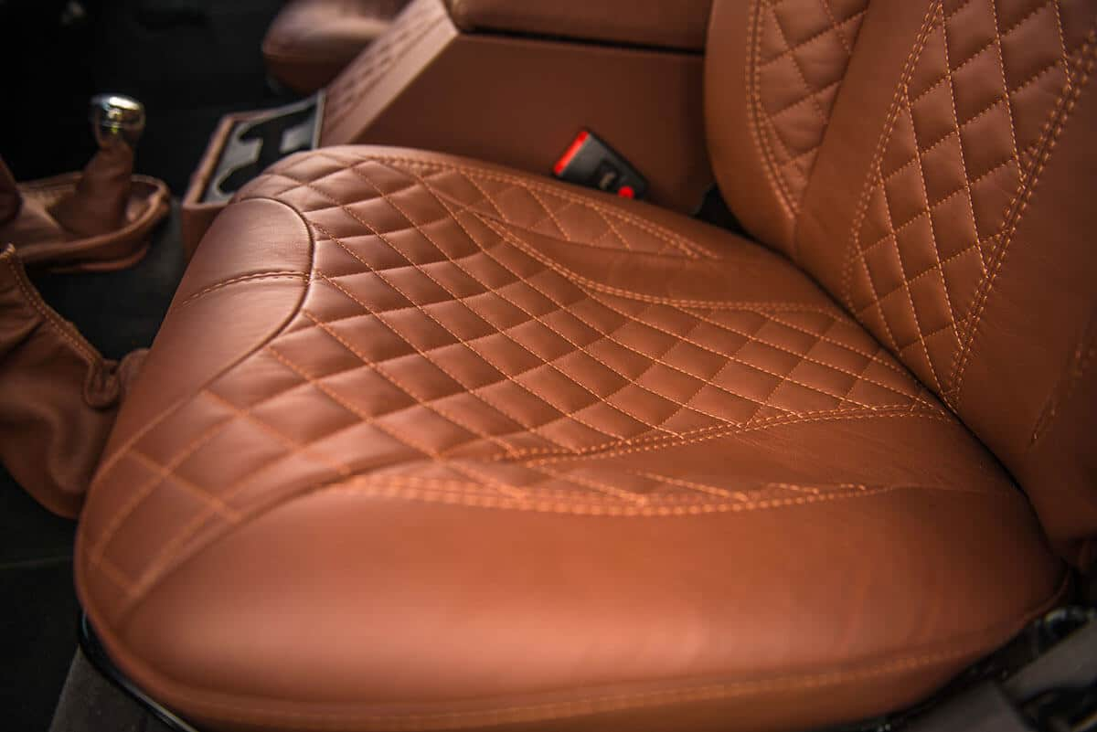 Land Rover Defender D90: Interior Leather Front Seat
