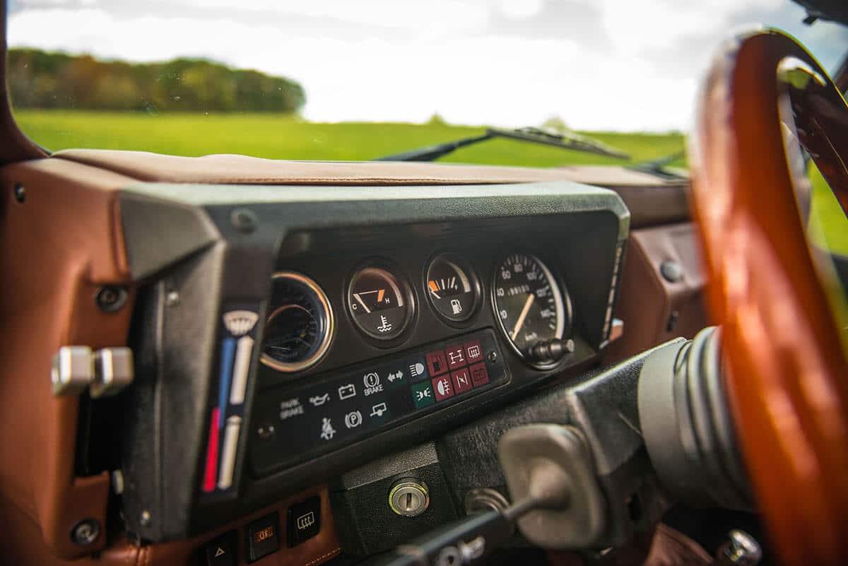 Land Rover Defender D90: Interior Detail Gauges
