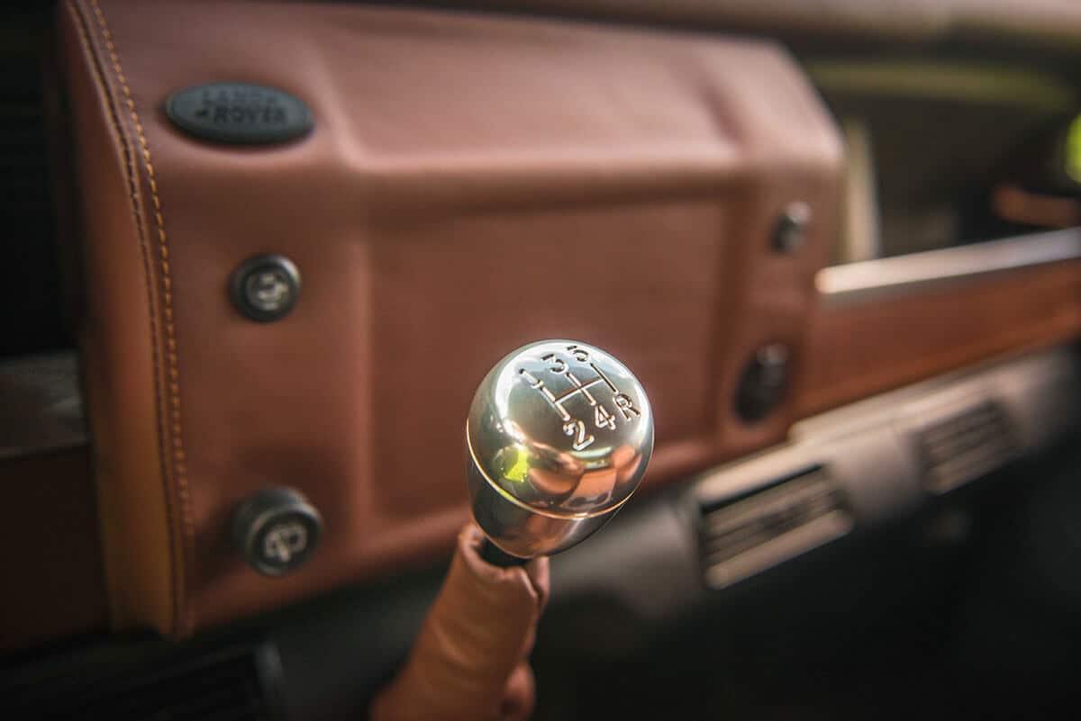 Land Rover Defender D90: Interior Detail Gear Shift Knob