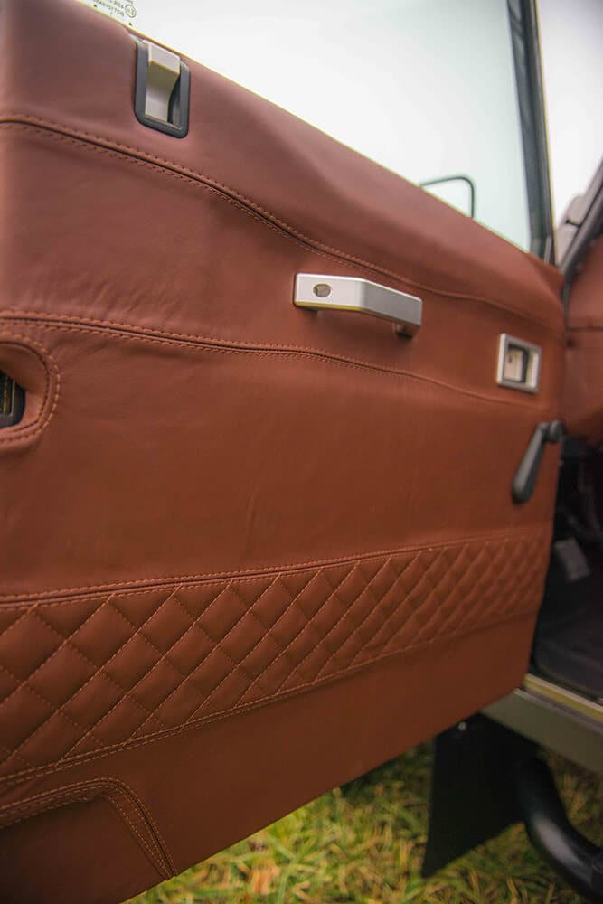 Land Rover Defender D90: Leather Doors Interior
