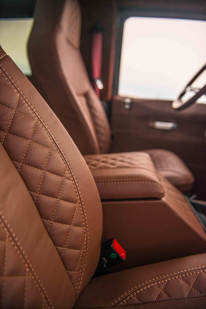 Land Rover Defender D90: Leather Front Seats