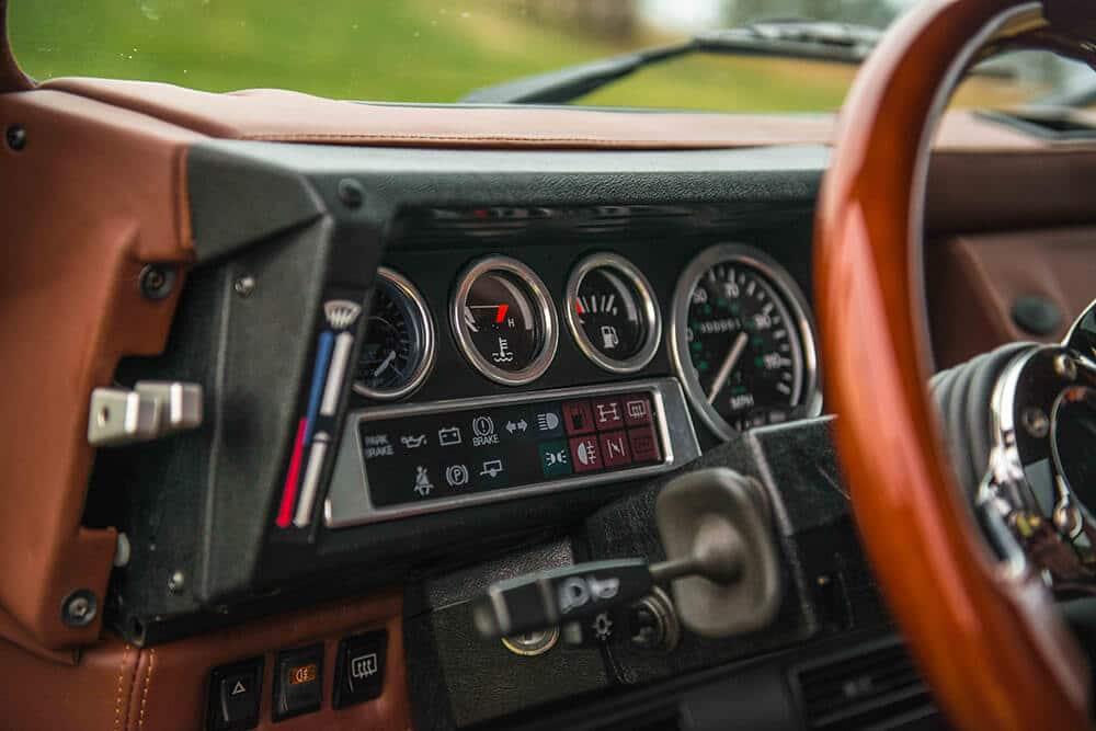 Land Rover Defender D90: Instrument Panel