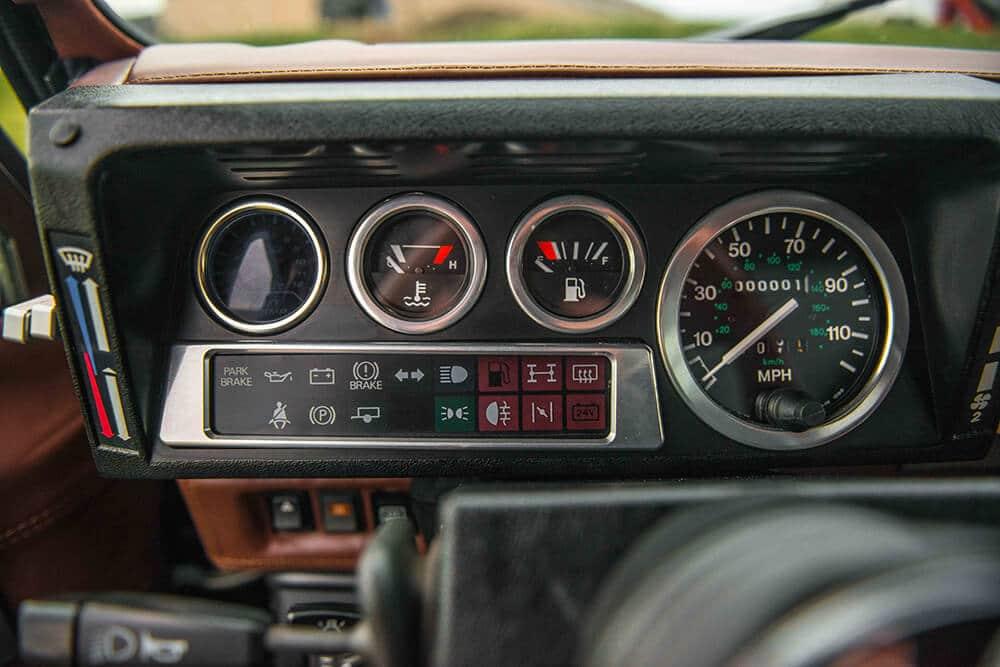 Land Rover Defender D90: Classic Gauges
