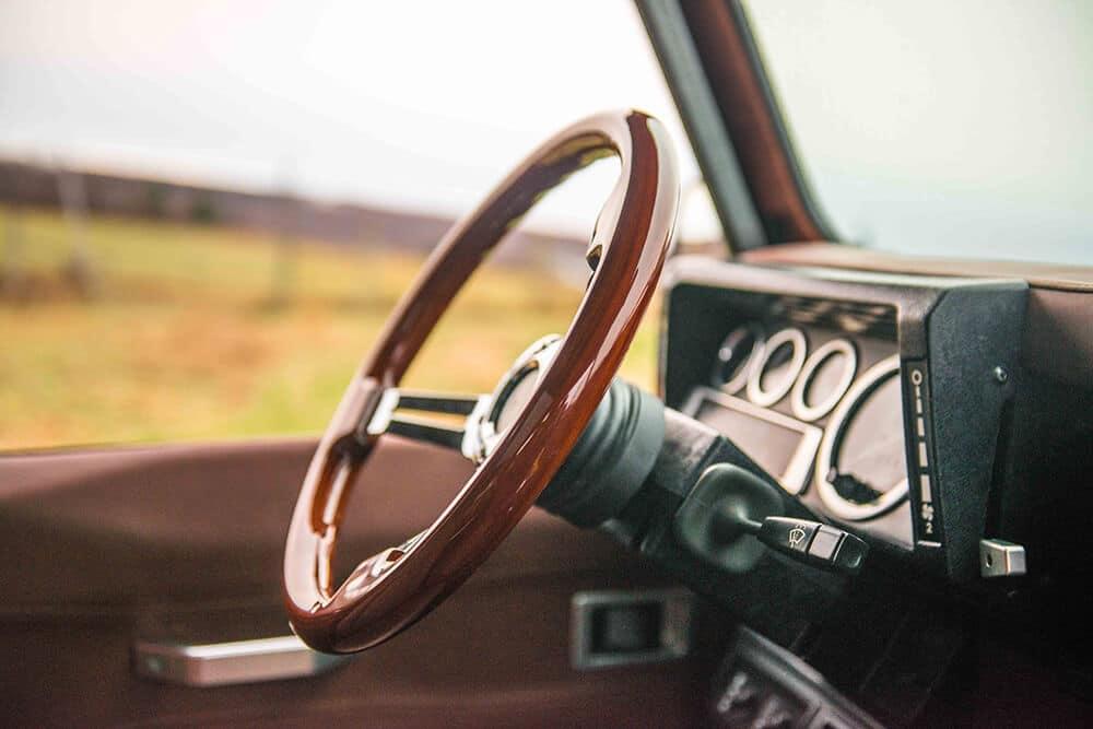 Land Rover Defender D90: Wood Steering Wheel