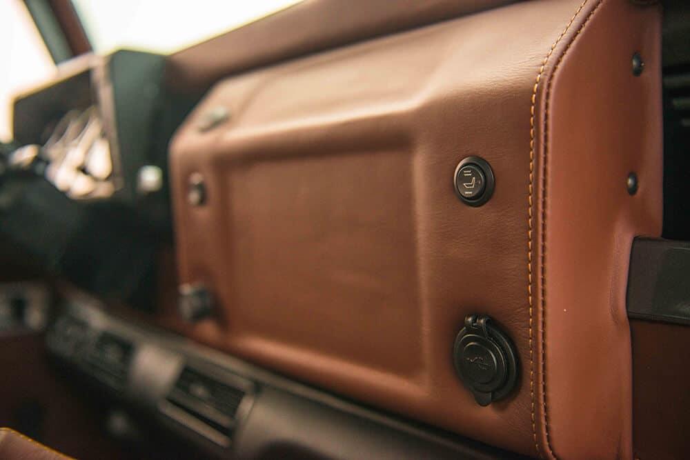 Land Rover Defender D90: Leather Dash