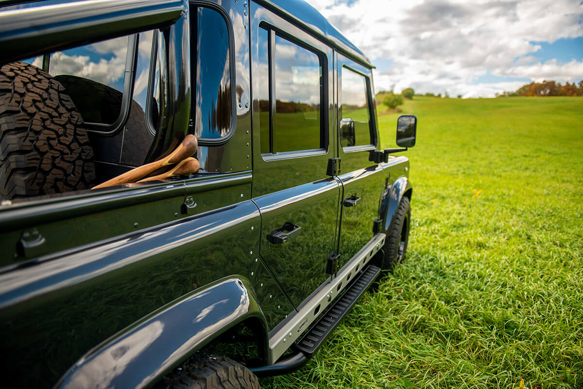 Land Rover Defender D110 Double Cab Bowler Bulldog: Exterior Passenger Side