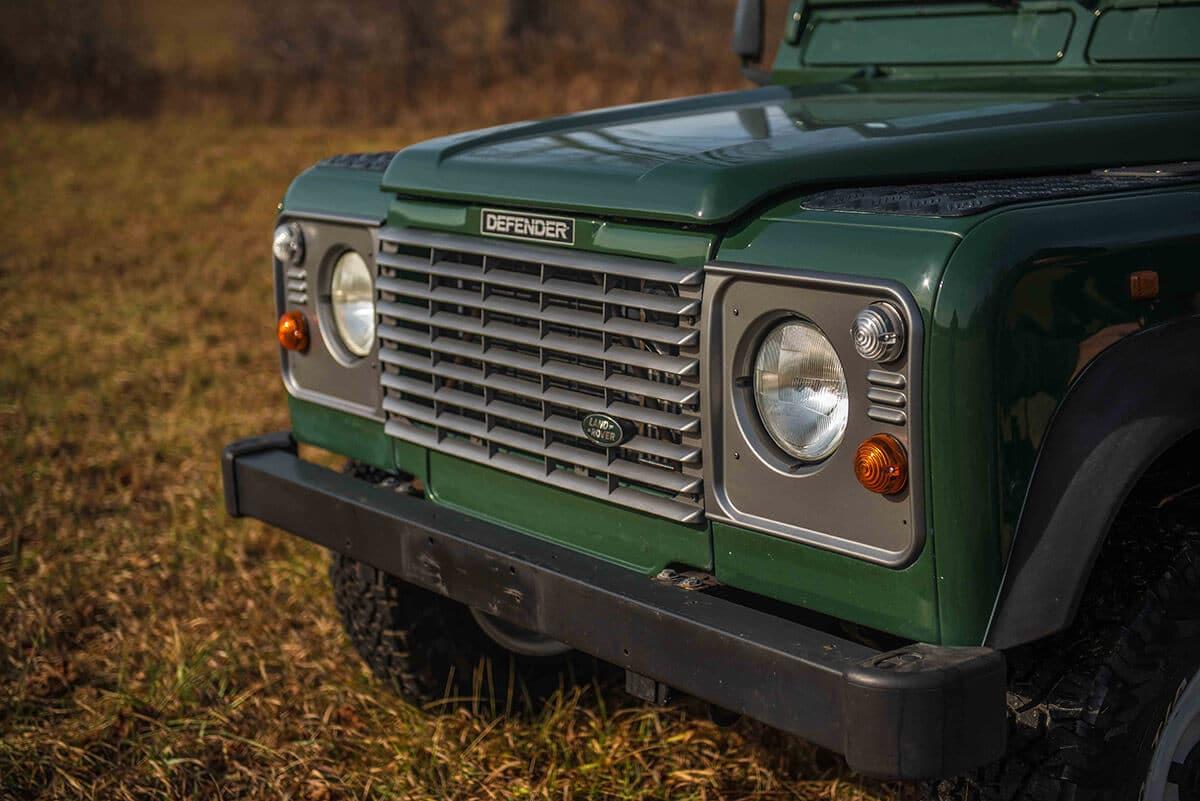 Land Rover Defender D90: Exterior Detail Grille