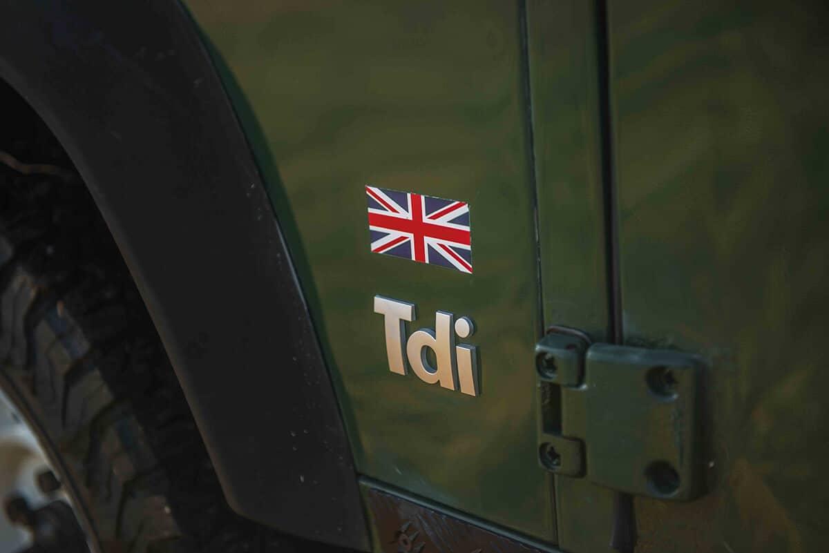 Land Rover Defender D90: Exterior Detail Tdi Insignia