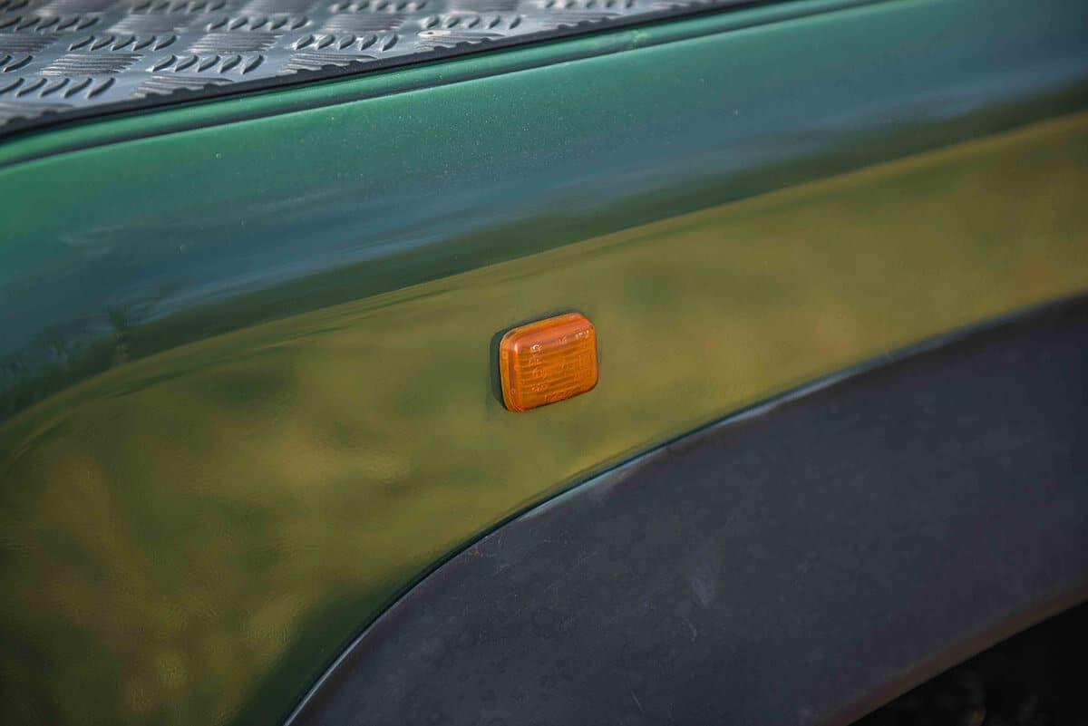 Land Rover Defender D90: Exterior Detail Marker Light