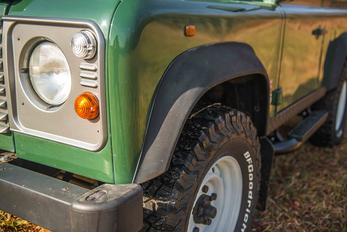 Land Rover Defender D90: Exterior Detail Wheel Arch