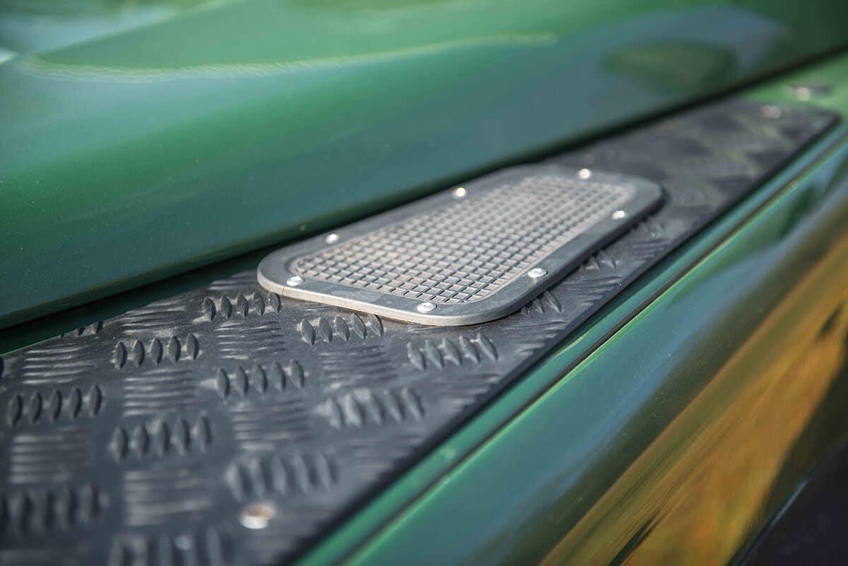 Land Rover Defender D90: Exterior Detail Vents