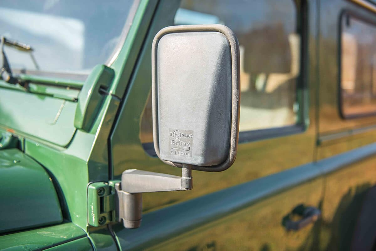 Land Rover Defender D90: Exterior Detail Side Mirror