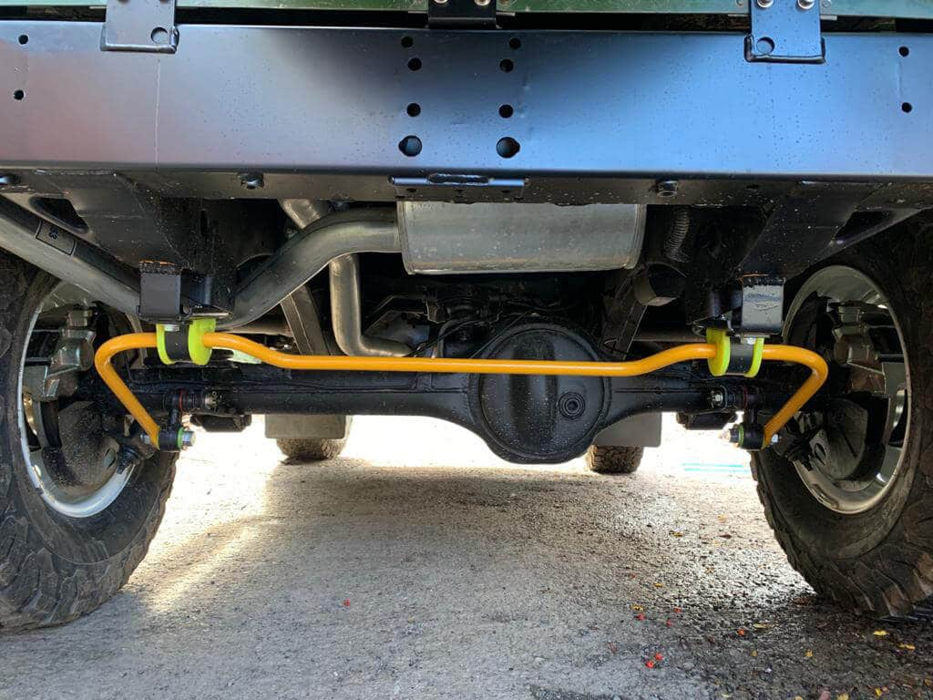 Land Rover Defender D90: Undercarriage