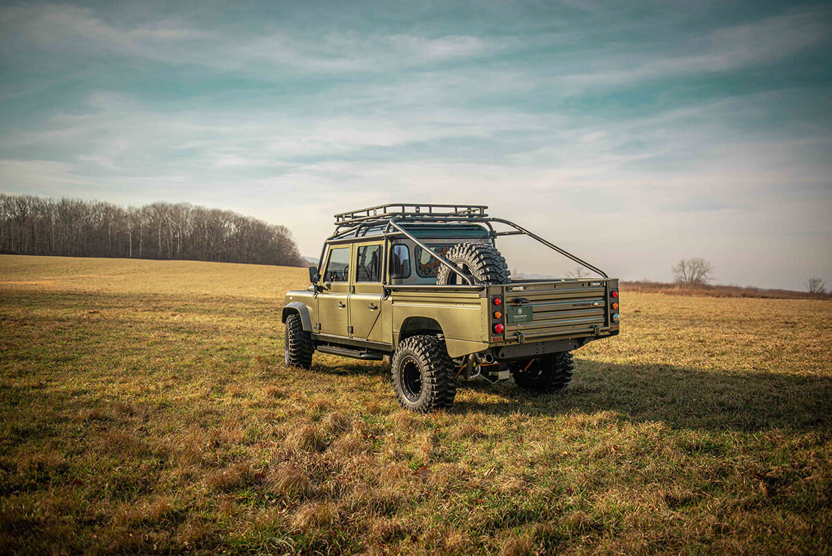 Land Rover Defender D130 Exterior: 3/4 Rear View