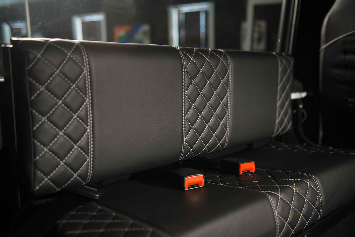 Land Rover Defender D90: Interior Load Area Seats