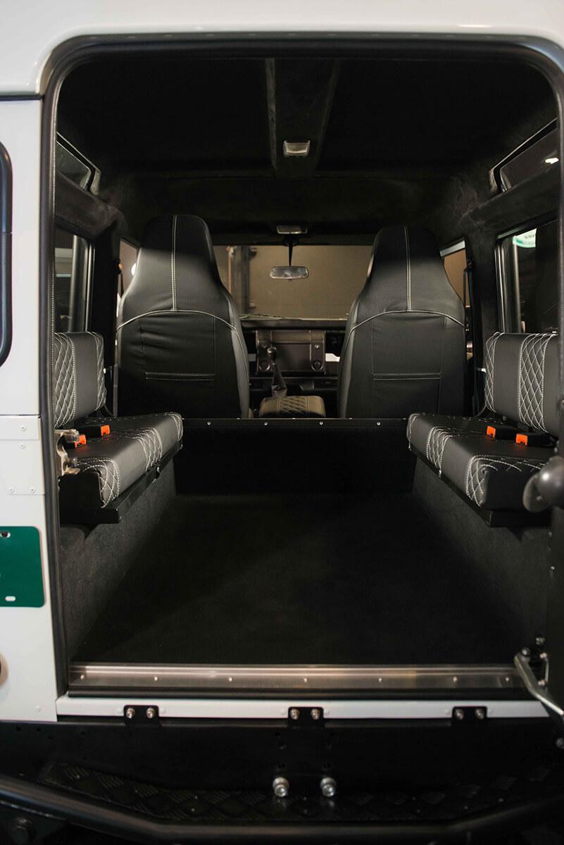 Land Rover Defender D90: Interior