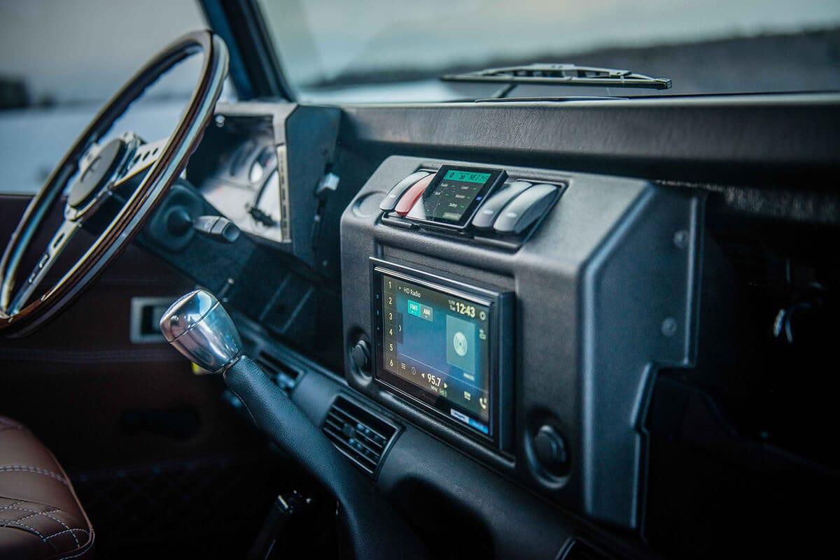 Land Rover Defender D90: Technology