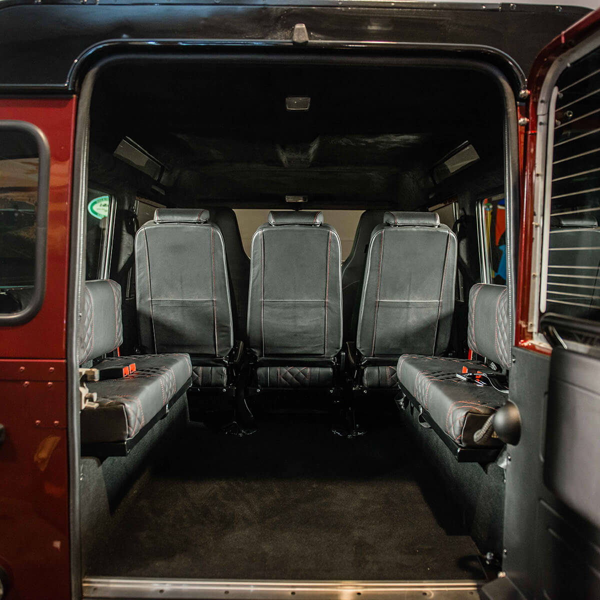 Land Rover Defender D110: Interior Load Area Seats