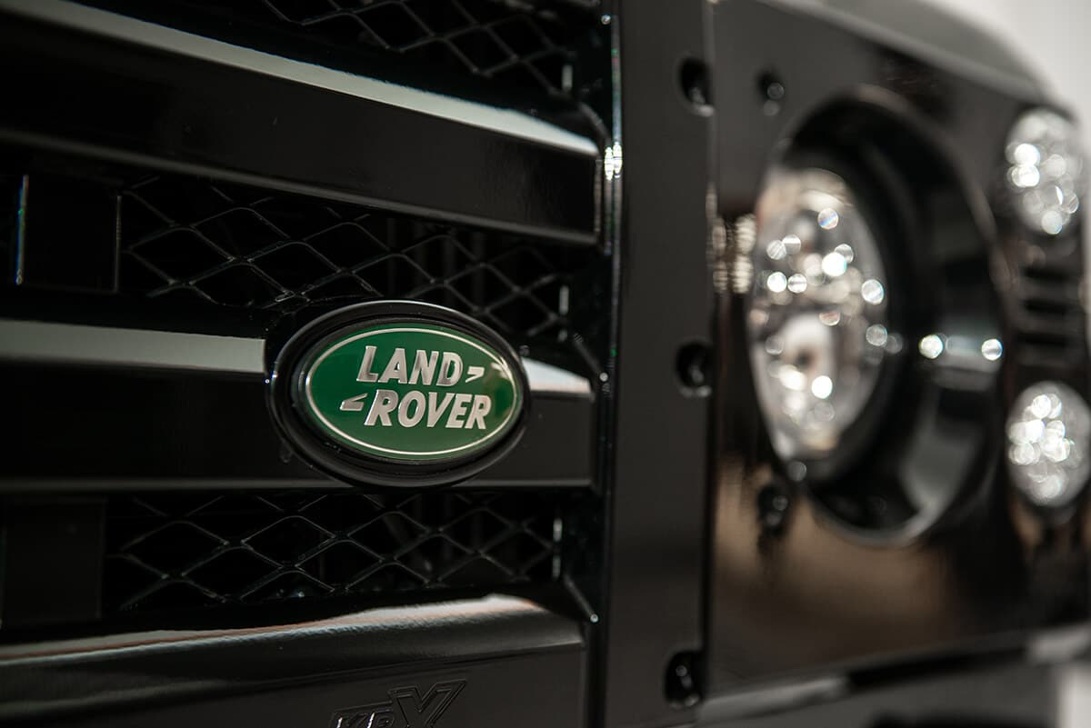 Several grille choices are available for your Bespoke Helderburg Defender. This is the KBX Classic Grille.