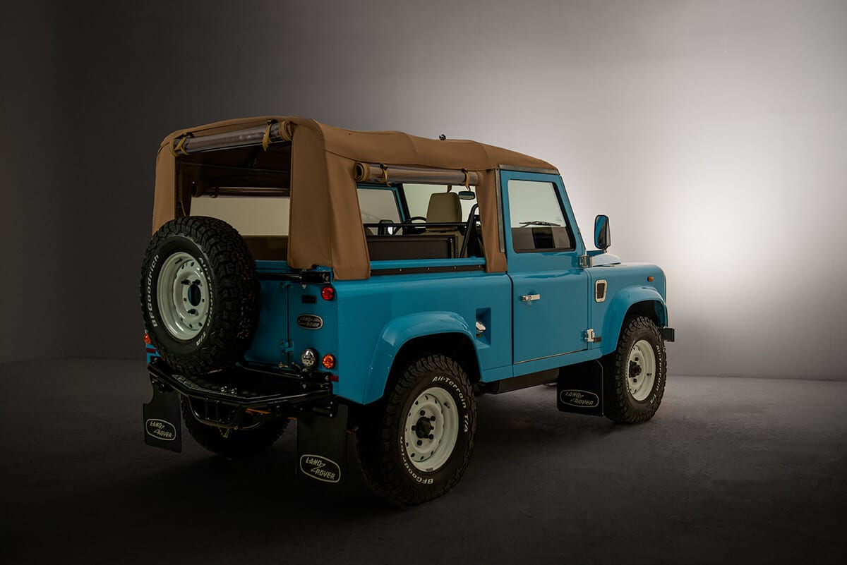 Helderburg Bespoke (custom built) Defenders are ground up restorations with the only original parts being the frame, part of the body and engine block. We extensively rework the 300 TDI, suspension and body to provide a quiet comfortable ride that is perfect for highway and city driving. Send this picture to a friend and tell them you want to visit Helderburg so you can take a test drive.