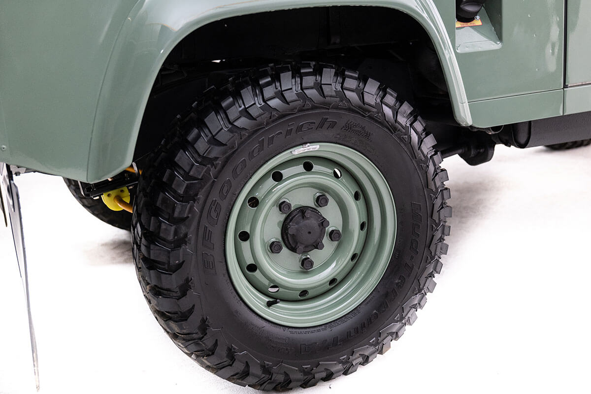 """We have several wheel choices from 16"""" to 20"""". A 16"""" wheel looks a bit more rugged and a 20"""" wheel improves cornering but tires are more expensive. We will help you decide which wheel size is best for your lifestyle. Send this picture to a friend and ask them if they like these wheels."""