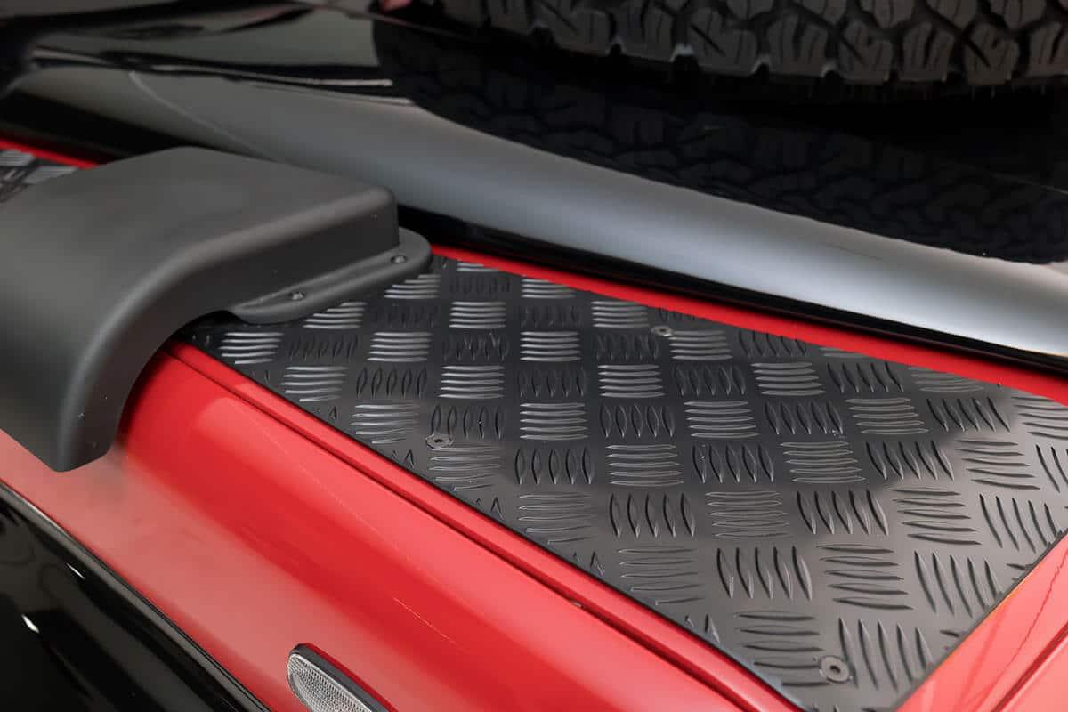 Helderburg Land Rover Defender D110 - Exterior Details: Chequer Plat
