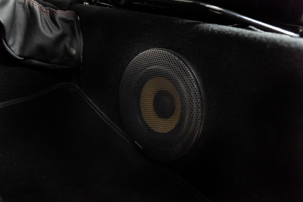 Helderburg Land Rover Defender D110 - Interior Details: Speaker